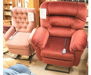 ... Petite And Huge Lift Chairs ...